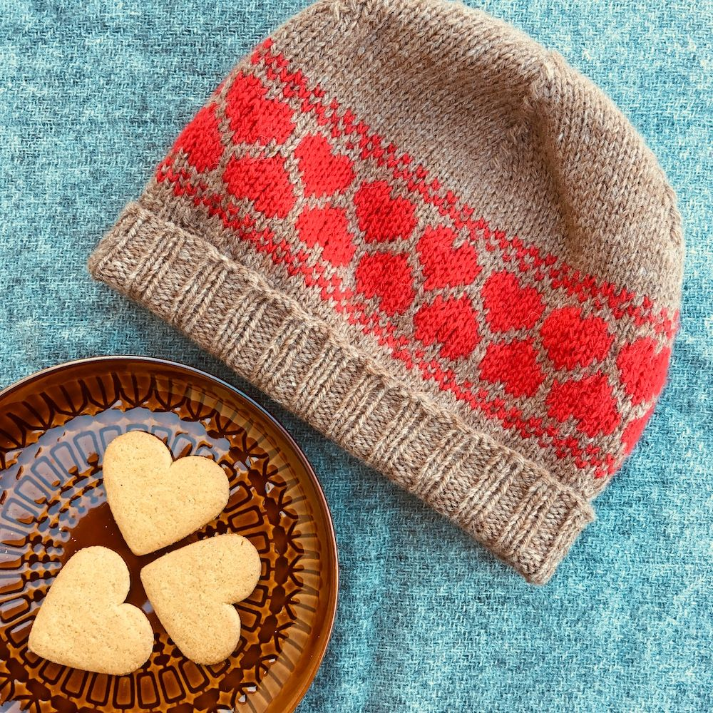 "Kit: ""Gingerbread Hearts"" hat - Driftwood/Red"